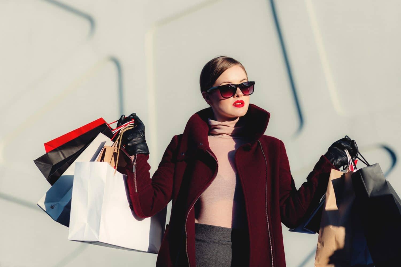 cura u shoppingu s vrećicama